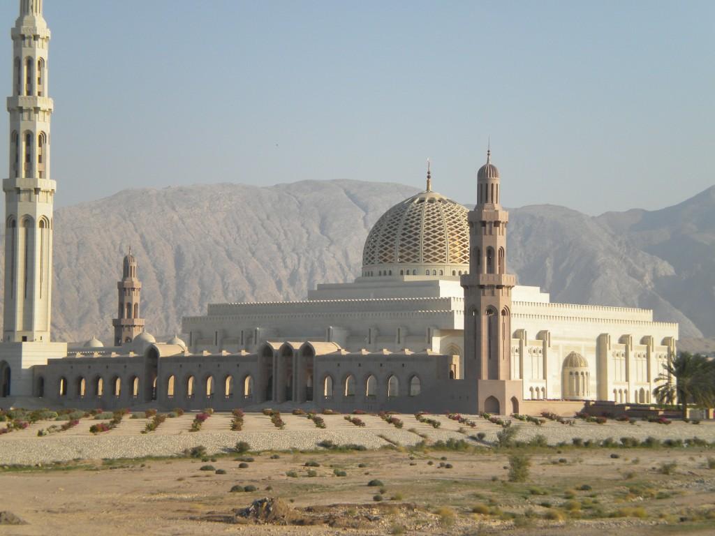 Esterno Moschea Madinat as Sultan al Qaboos