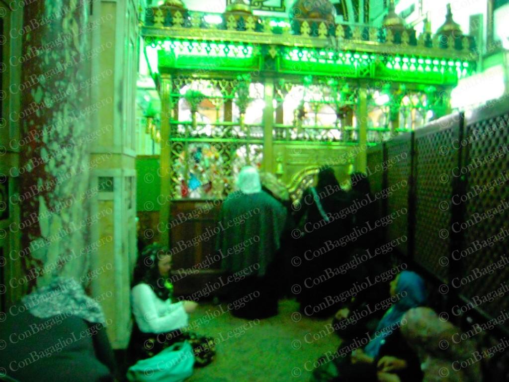 Interno moschea Sayyeda Nafisa