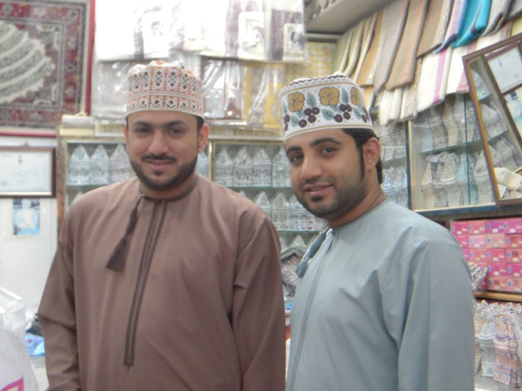 Omaniti in abito tradizionale